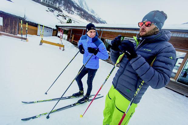 Sprzęt do biatlonu to w zasadzie sprzęt do biegów narciarskich plus opaska i karabin. Ma być szybko i obciśle. Jednak puchówkę zawsze warto mieć w pogotowiu.