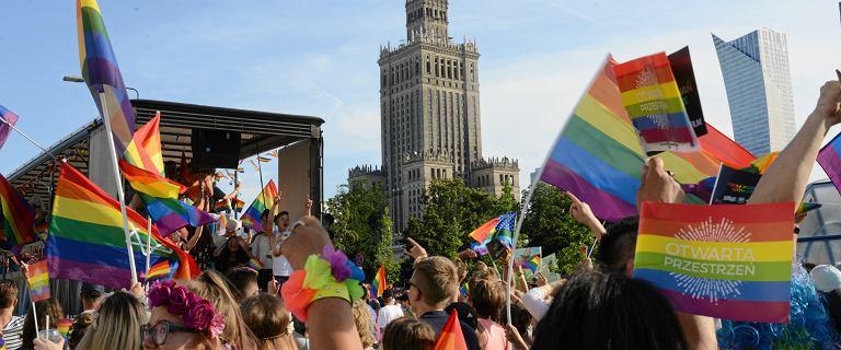Rafał Trzaskowski w poniedziałek podpisał Warszawską Deklarację LGBT+