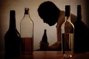 Alkoholik na rencie. Najpierw pił do upadłego, potem pił, żeby żyć. Milion dni na L4 - za chorych płaci państwo