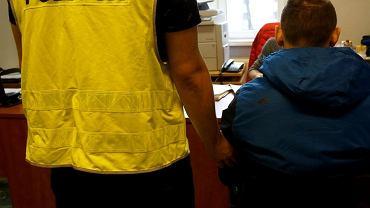 Policjanci z Piekar Śląskich zatrzymali ekspedientkę, konkubenta i jej męża w sprawie sfingowanego napadu na sklep.