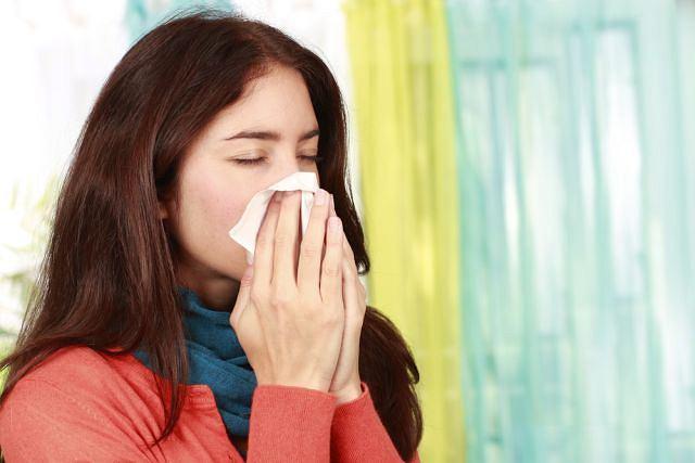 Za rozwój ostrego nieżytu nosa najczęściej odpowiada infekcja wirusowa