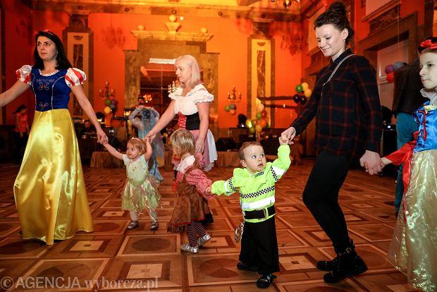 Zdjęcie numer 34 w galerii - Na dworze Królewny Śnieżki, czyli bal karnawałowy najmłodszych [ZDJĘCIA]