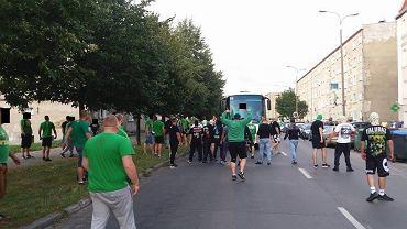 Kibole Falubazu na ul. Śląskiej w Gorzowie przed meczem derbowym (15 sierpnia 2016 r.)