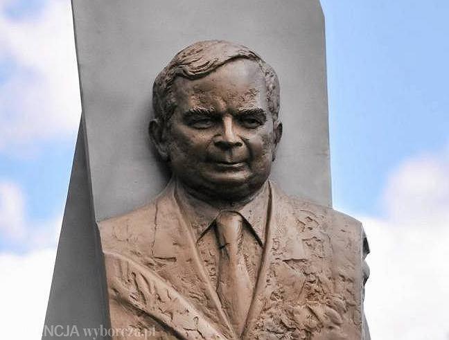 Pomnik Lecha Kaczyńskiego i ofiar katastrofy smoleńskiej w Dębicy