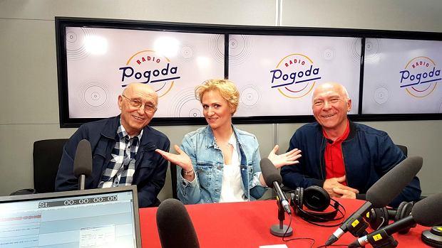 Anna Stachowska w towarzystwie duetu 'Śpiewające Fortepiany' - Czesława Majewskiego i Janusza Tylmana w studiu Radia Pogoda