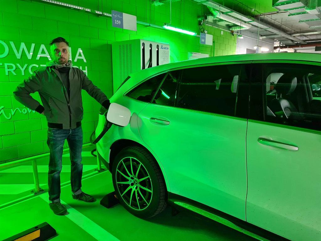 Mercedes EQC na stacji ładowania 100 kW (i ja)