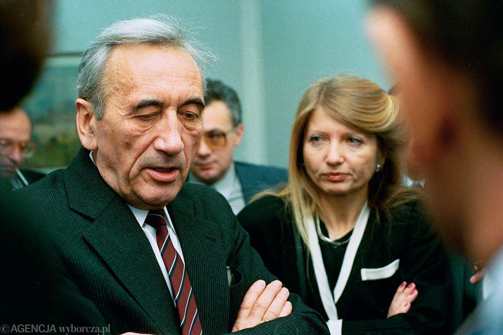 Tadeusz Mazowiecki i Małgorzata Niezabitowska po dymisji rządu, 14 grudnia 1990