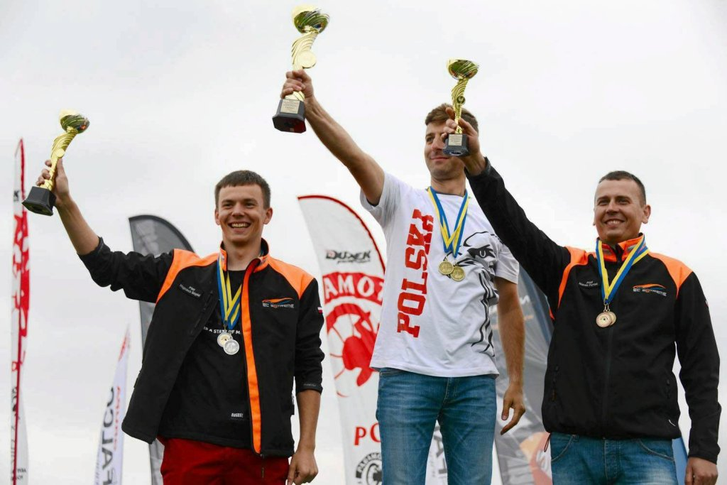 Wojciech Bógdał (z lewej) na podium mistrzostw Polski