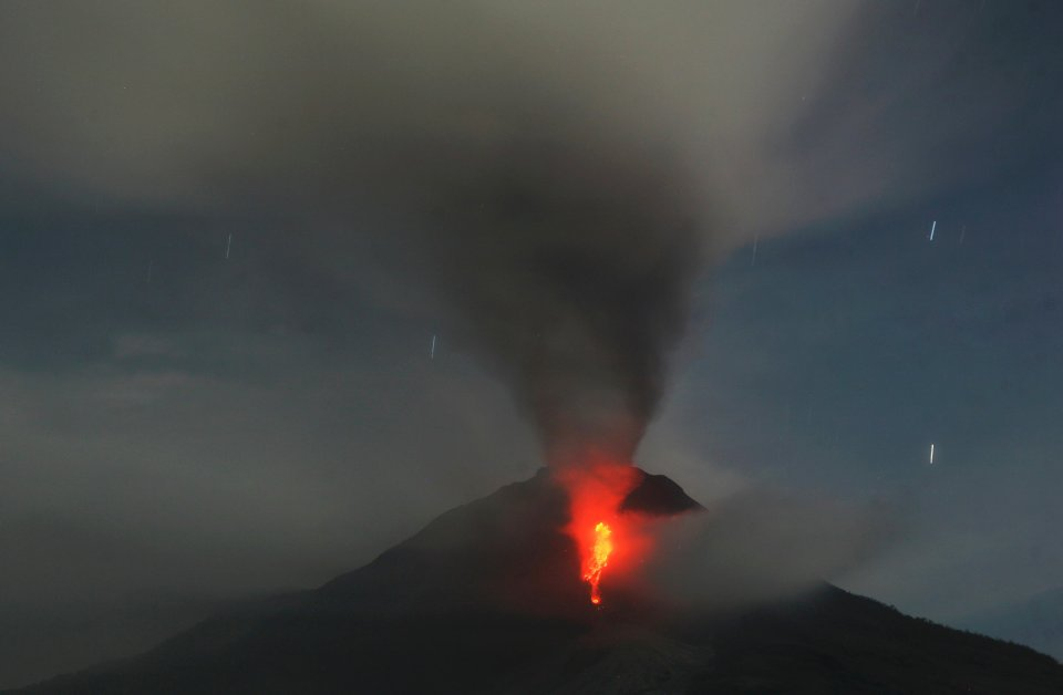 Sobotnia erupcja wulkanu na Sumatrze - jednej z indonezyjskich wysp zabiła co najmniej 14 osób.