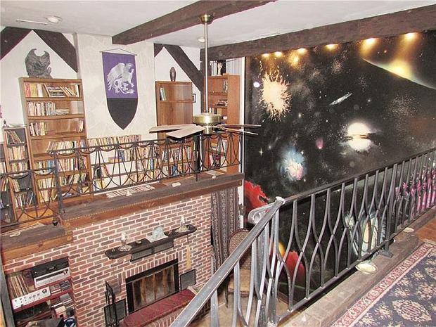 Główny salon. Połączenie XIII-wiecznego zamku i przestrzeni kosmicznej