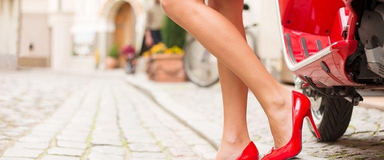 Czerwone buty do letnich stylizacji codziennych i wieczorowych