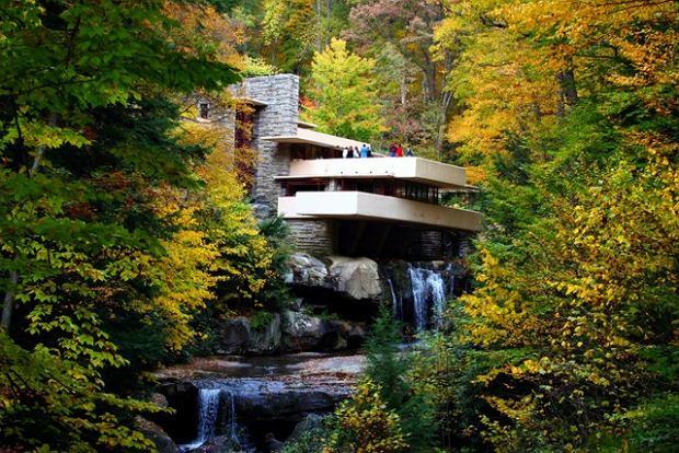 Dom nad wodospadem, autorstwa Franka Lloyda Wrighta