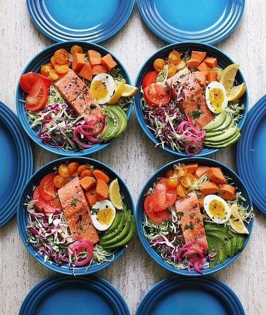Przygotowując sałatkę, warto sięgać po wiele różnych warzyw, a nie ograniczać się wciąż  do tych samych
