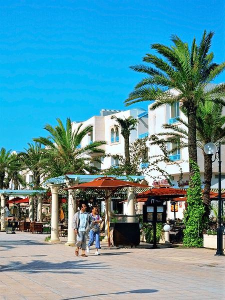 Plaże, kluby i piękna architektura