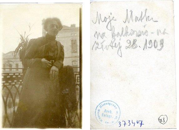 Maria Jadwiga Strumff na balkonie domu przy ulicy Złotej 28, 1909 rok.