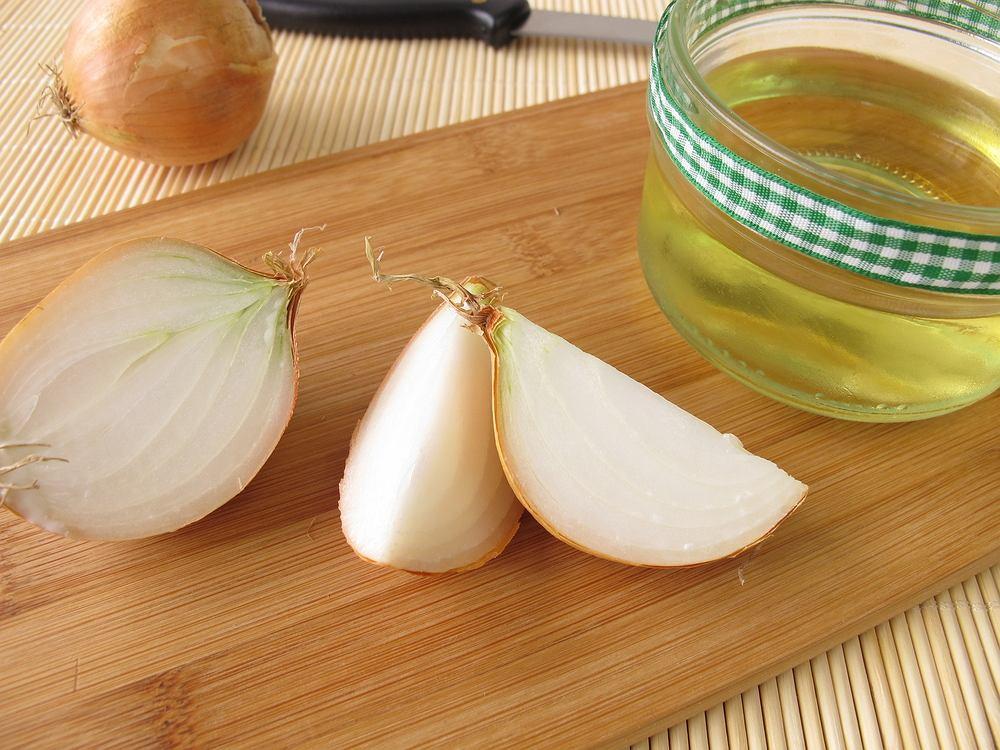 Syrop z cebuli to świetny domowy sposób na przeziębienie