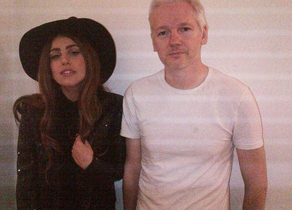 Lady Gaga i Julien Assange