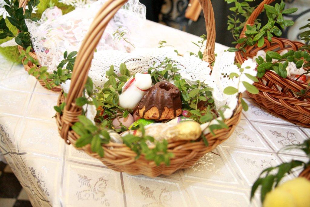 W Wielką Sobotę w rzeszowskich kościołach odbyło się święcenie pokarmów. Mieszkańcy mogli też obejrzeć zaaranżowane Groby Pańskie