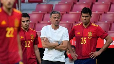 Reprezentacja Hiszpanii w piłce nożnej, w środku trener Luis Enrique