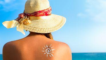 Oparzenia słoneczne występują bardzo często w lecie. Zdjęcie ilustracyjne