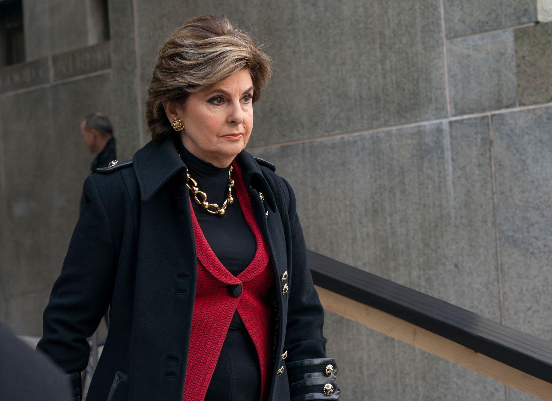 Gloria Allred wycodzi z sądu w Nowym Jorku po przesłuchaniu Harveya Weinsteina w 2018 roku (fot. Shutterstock)