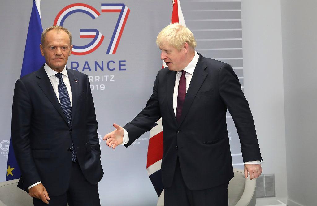 Szef Rady Europejskiej Donald Tusk i brytyjski premier Boris Johnson na szczycie G7 w Biarritz