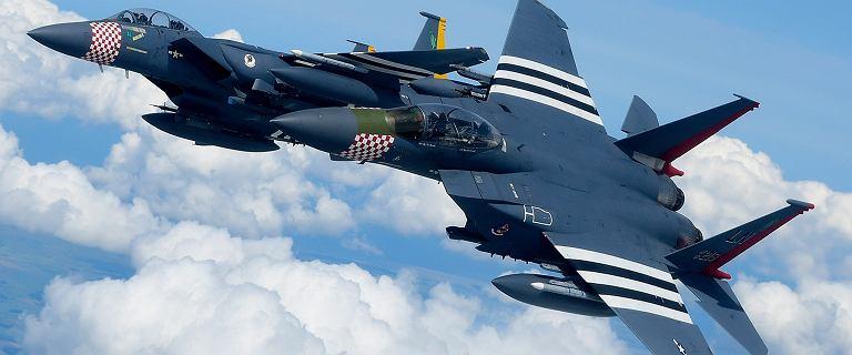Bliskie spotkanie myśliwców i spadochroniarzy