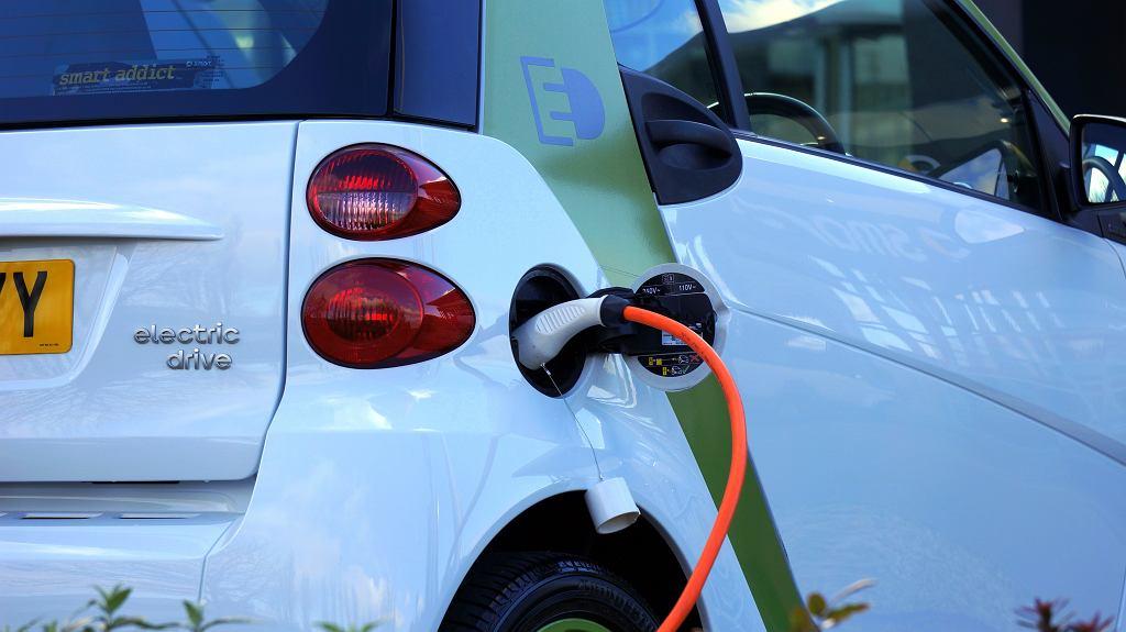 Na koniec lipca 2020 r. po polskich drogach jeździło 13 tys. aut elektrycznych