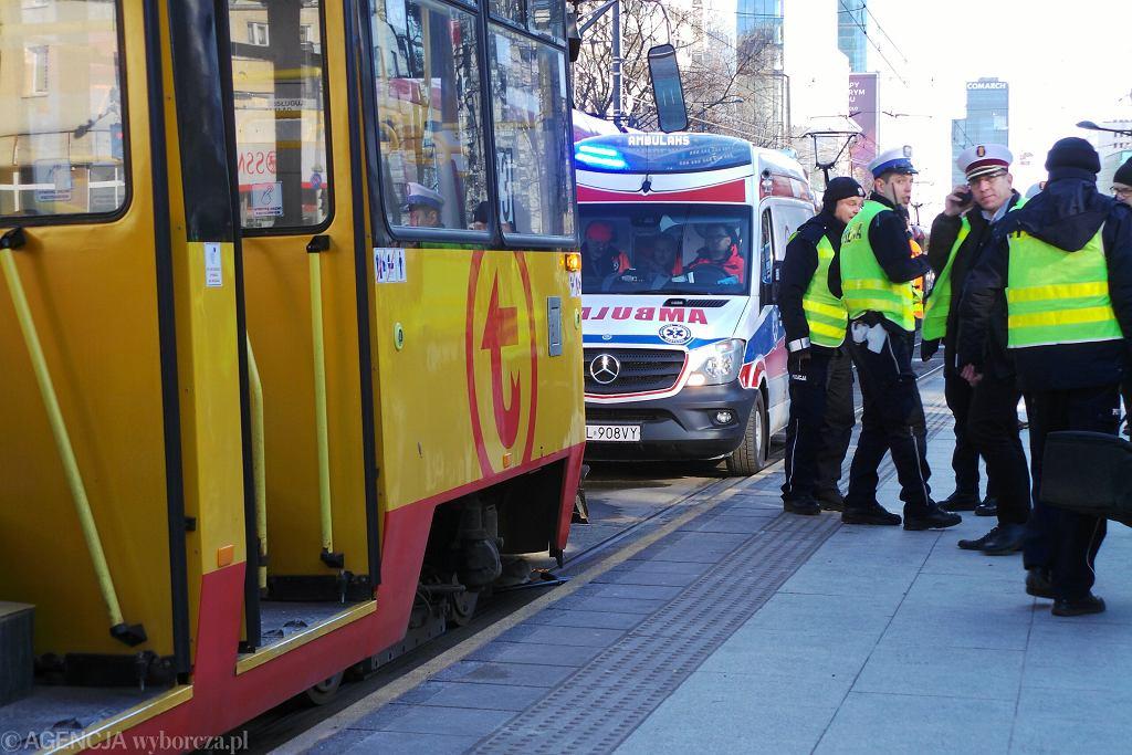 W jednym z warszawskich tramwajów zmarł pasażer (zdjęcie ilustracyjne)