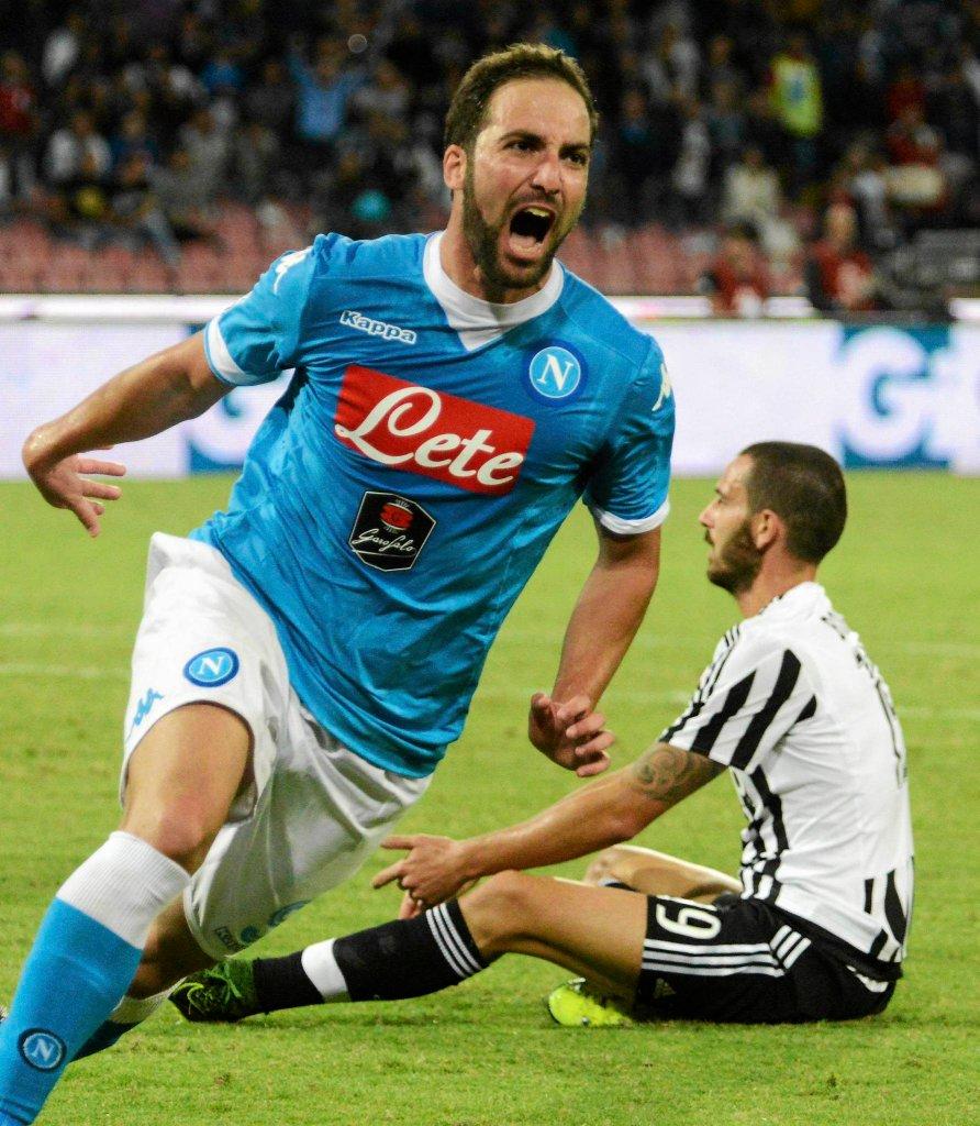 Gonzalo Higuain po strzelniu gola Juventusowi