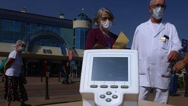 Konferencja prasowa w sprawie przekazania szpitalowi przy Borowskiej sprzętu do badać wykonywania szybkich testów na koronawirusa