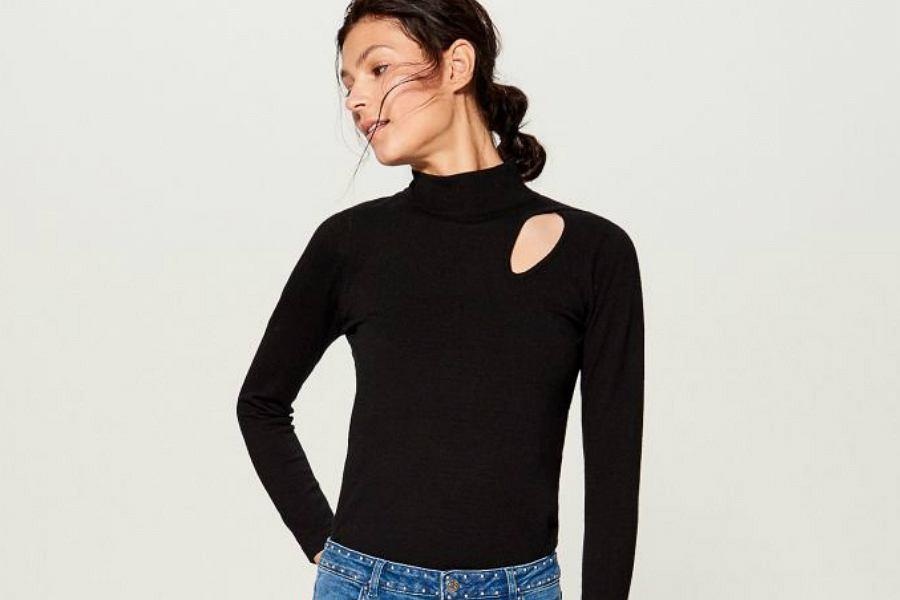 Sweter damski z modnym wycięciem