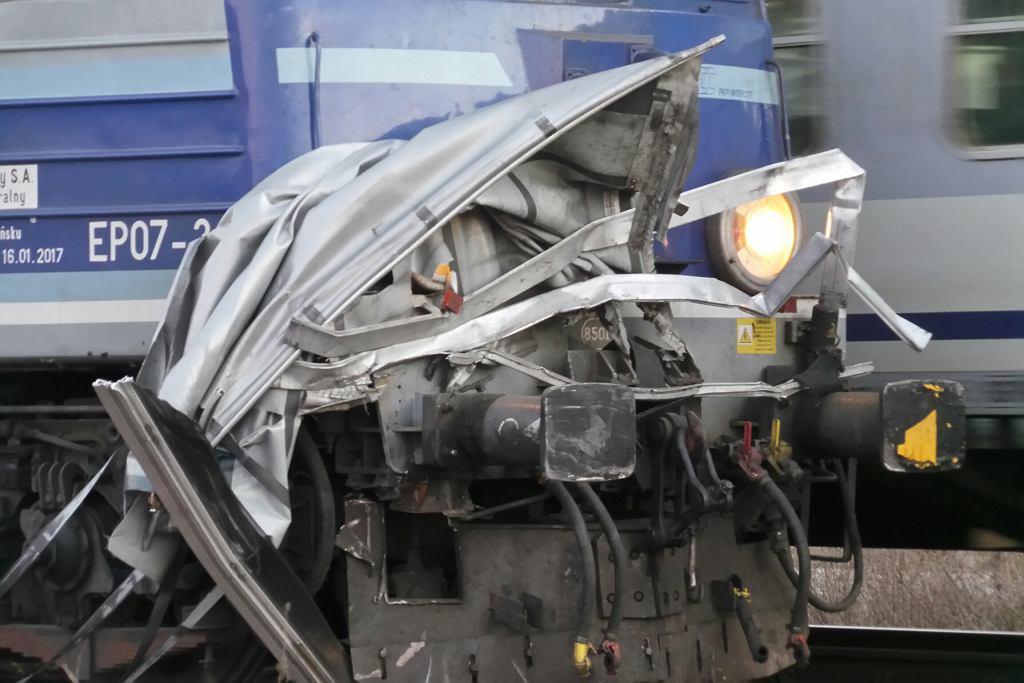 Pociąg osobowy zderzył się z tirem w Ołtarzewie