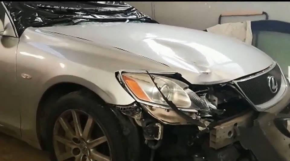 Policja znalazła porzuconego Lexusa, którym potrącono 67-letniego mężczyznę