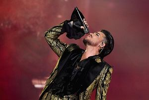 Artysta po blisko 10 latach koncertowania z zespołem Queen, postanowił powrócić z solowym materiałem. Posłuchajcie premierowego wykonania nowego singla.