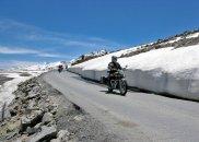 azja, podróże, Podróże: motocyklem przez Himalaje, Royal Enfield - produkowany w Indiach motocykl, na którym odbyłem całą podróż,  Ja i Royal Enfield na strychu świata