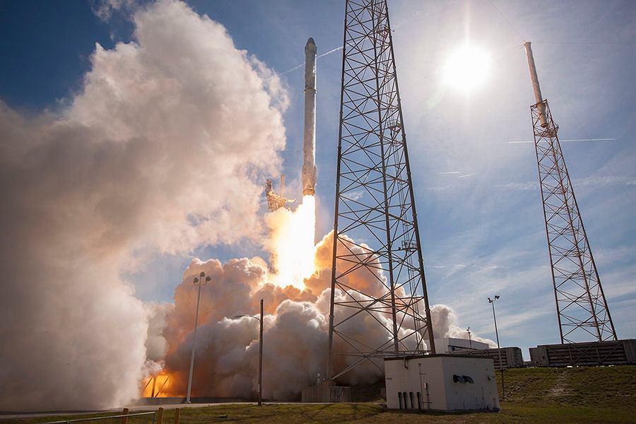 Wystrzelenie rakiety Falcon 9 firmy SpaceX z systemem GPS III