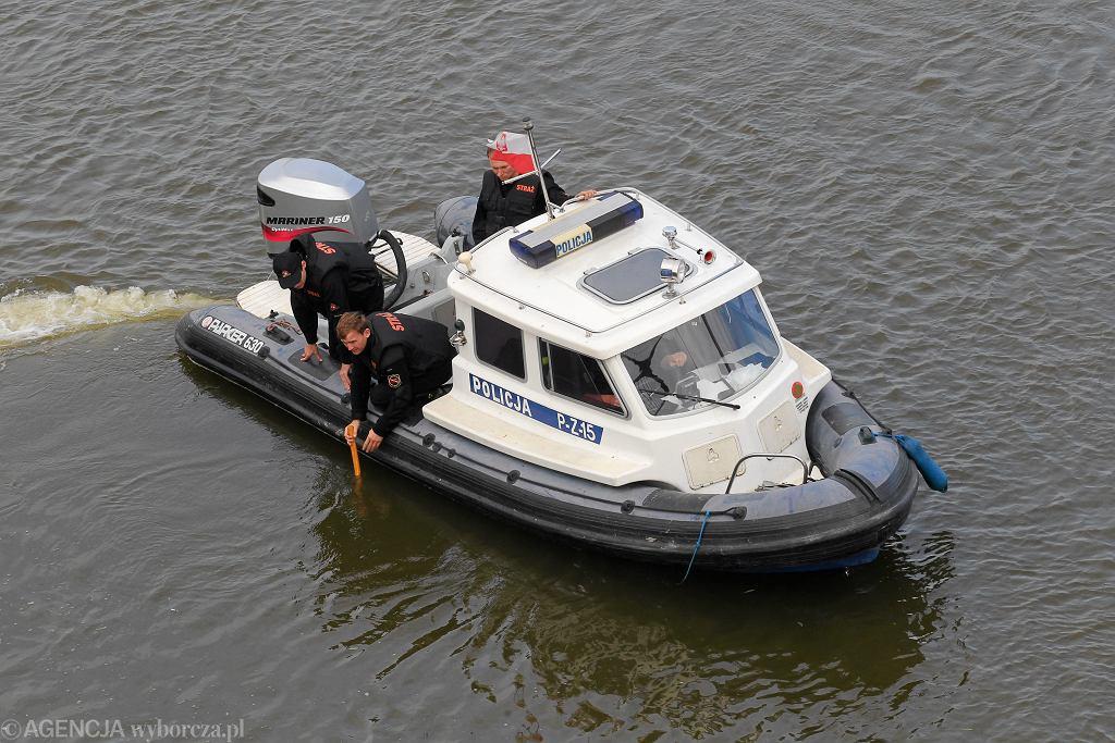 Warszawska policja rzeczna podczas akcji