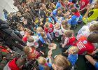 WOŚP. Pomagasz i korzystasz. Jak Wielka Orkiestra Świątecznej Pomocy od 25 lat łączy Polaków
