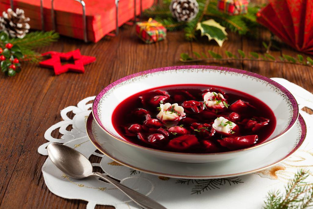 Barszcz wigilijny z grzybami pojawia się na naszych stołach niemal równie często, co barszcz czerwony z uszkami.
