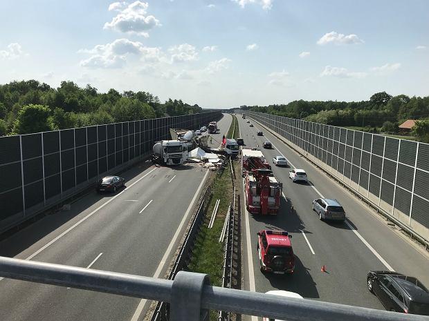 Po wypadku na A4 kilkudziesięciu kierowców pojechało autostradą pod prąd