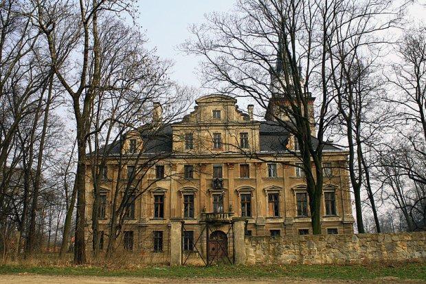 Pałac w Roztoce/CC BY-SA 3.0/ Xxkazik/ Wikimedia Commons