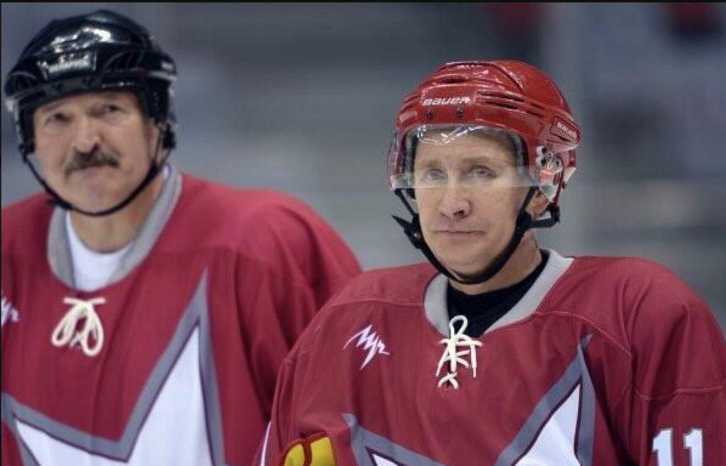 Łukaszenka i Putin grają w hokeja
