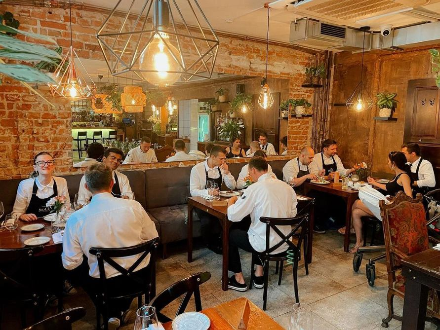 Restauracja pokazała, na co pracownicy poświęcają codziennie godzinę. To niespotykana sytuacja