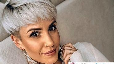 Krótkie fryzury 2021 dla dojrzałych kobiet. Modne cięcia, które odejmą lat