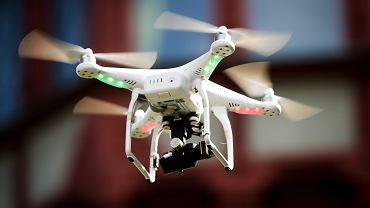 Dron (zdjęcie ilustracyjne)