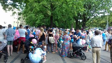 Protest pod Szpitalem Bielańskim
