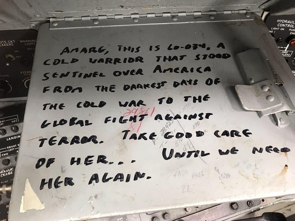 Napis we wnętrzu B-52
