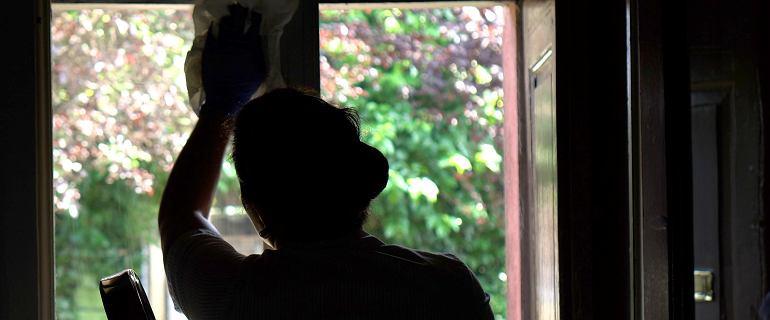 20 lat sprzątania jak 20 lat palenia papierosów. Ile toksyn wdychamy w mieszkaniach?
