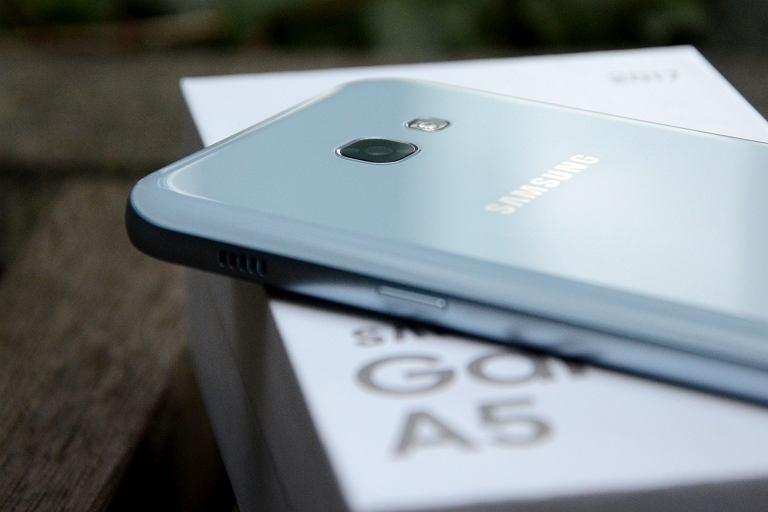 Topowe smartfony są za drogie? Recenzja Galaxy A5 (2017) - średniaka z flagowymi aspiracjami